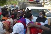 women stop minister faggan singh convoy