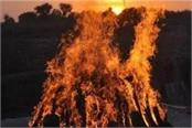 married woman burnt alive sisters take out a dead body from pyre