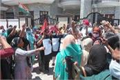 anganwadi workers dodge police protests on cabinet minister s kothi