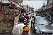 gathering of vehicles on the roads of una
