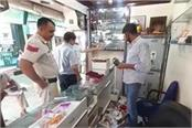 jewelery worth lakhs stolen from jewelers  shop
