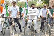 congress took to the road in protest against the rising prices of petrol diesel
