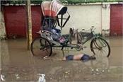 lucknow body of poor rickshaw driver found in middle road water
