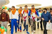 indian paralympic medalists receive a warm welcome on their return to india