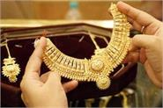 gold falls on muted demand silver steady