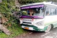 hrtc bus collided with tree