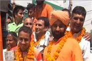 boxer amit pangal returns home after winning silver medal in commonwealth games