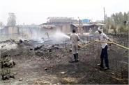 fierce fire in bathadi houses of migrants changed into ashes