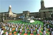pm modi created huge record with 50 thousand yoga enthusiasts