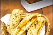achari garlic bread