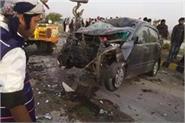 ambulance and car collision on yamuna expressway