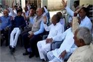 angered by the government the association warned the closure of the mandi