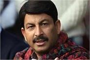 kejriwal urging people of delhi to be treated in private hospitals manoj tiwari