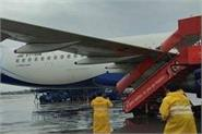 indigo plane collided with spicejet stairs at mumbai airport