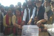 lallu handed over 10 lakh check to nishad society victim of police harassment