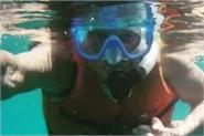 waheeda rehman snorkelling with her daughter kashvi rekhy at the age of 83