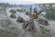 water level of ganga then the bodies buried at the ghat started coming out
