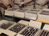 तीन गाडिय़ों में भरी 340 पेटी शराब बरामद, पुलिस को देख डर गए थे आरोपी