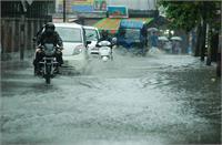 उत्तराखंड में भारी बारिश का रेड अलर्ट, चारधाम यात्रा रोकी गई; सभी स्कूल बंद