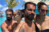 Beach Vacation Pictures:ब्लैक बिकिनी में 42 की बिपाशा का हाॅट लुक,पूल में पति संग दिए रोमांटिक पोज