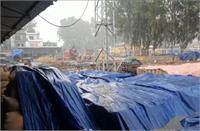 किसानों की मेहनत पर फिरा पानी, मंडी में आया लाखों क्विंटल धान बुरी तरहभीगा