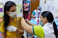 टीकाकरण की मुहिम में भारत ने कायम की मिसाल, कोरोना को भूल त्योहारों के उत्सवी माहौल में मस्त हुए लोग