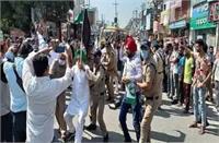 किच्छा में किसानों ने किया मुख्यमंत्री धामी का विरोध, पुलिस के साथ भी हुई धक्का-मुक्की