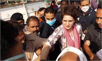 आगरा जा रहीं प्रियंका गांधी को पुलिस ने हिरासत में लिया, कहा- मैं जहां भी जाती हूं मुझे रोक लेते हैं