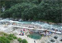 केदारनाथ-गौरीकुण्ड के बीच नदी मे फंसे श्रद्धालु रेस्क्यू कर बचाए, दर्शन कर लौट रहे थे वापस