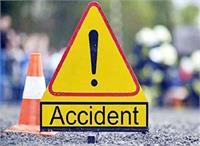 सड़क हादसे में बाइक सवार युवक की मौत, 2 गंभीर
