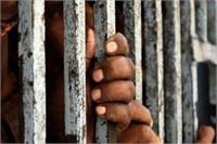 केंद्रीय जेल के वार्डर से 2 मोबाइल फोन, हेडफोन और नशीली गोलियां बरामद