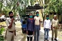 UP पंचायत चुनाव: मतदाताओं को लुभाने के लिए प्रतियाशी ने बांटे हेडपंप, 4 पर FIR दर्ज