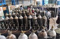 रात से ही लगा दी जाती है 200 सिलेंडरों की लाइन, 24 घंटे बाद भी नहीं मिली ऑक्सीजन