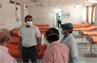 यूपीः 'भगवा'हुआ कोविड अस्पताल, चादरों पर चढ़ा रंग