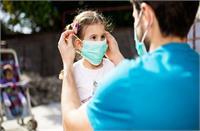 कोरोना पॉजिटिव मां-बाप बच्चे कैसे संभालें? एक्सपर्ट से जानिए