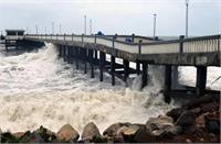 गुजरात की ओर बढ़ रहा चक्रवाती तूफान 'तौकते', कई राज्यों में भारी बारिश की चेतावनी जारी