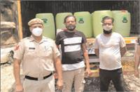 1800 लीटर नकली शराब सहित कैंटर किया जब्त, बेचने के लिए ले जा रहे थे अलीगढ़