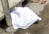 इंसानियत शर्मसार, नाली में पड़ा मिला नवजात बच्चे का भ्रूण, फैली सनसनी (देखें तस्वीरें)