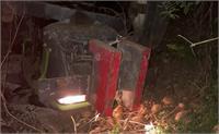 दर्दनाक हादसा: बजरी से भरी ट्राली पलटी, चालक की मौके पर मौत