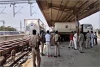 नकहा रेलवे स्टेशन पर ऑक्सीजन एक्सप्रेस पहुंची, पूर्वांचल के जिलों में होगी ऑक्सीजन सप्लाई