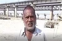 प्रयागराज: पैसों के अभाव में गंगा के किनारे लोग दफनाते है शव, तस्वीरें कर देंगी हैरान
