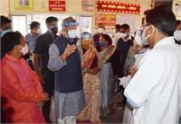 तीरथ सिंह रावत ने इन ग्रामीण क्षेत्रों में Covid स्वास्थ्य केंद्रों का किया निरीक्षण