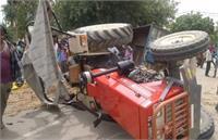 पीलीभीत में दर्दनाक सड़क हादसा, तेज रफ्तार ट्रैक्टर ट्राली पलटने से 3 महिलाओं की मौत