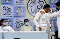ममता ने लोक लेखा समिति के लिए मुकुल रॉय के नामांकन का कियासमर्थन