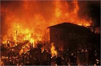 दिल्ली में आग का तांडव! देखते ही देखते 53 झोपड़ियां हो गई तबाह, मची अफरा-तफरी