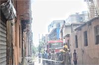 दिल्ली: गोदाम जलकर खाक, दमकल की 35 गाड़ियों-140 कर्मियों ने कड़ी मशक्कत बाद पाया आग पर काबू