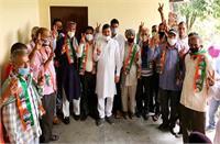BJP के 4 औहदों से त्यागपत्र देकर 16 परिवारों के साथ कांग्रेस में शामिल हुए नरेश जसवाल, जानिए क्या कहा