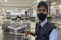 गुजरात: हवाई अड्डा कर्मचारी की इमानदारी के आगे फीका पड़ा लाखों का कैश, लौटाया नगदी से भरा बैग