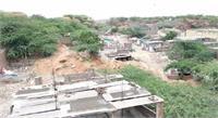 खोरी गांव में घर टूटने से सदमे में लोग, महिला ने खुद पर छिड़का मिट्टी का तेल
