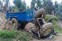 सड़क के निर्माण में लगा ट्रैक्टर दुर्घटनाग्रस्त, एक की मौत